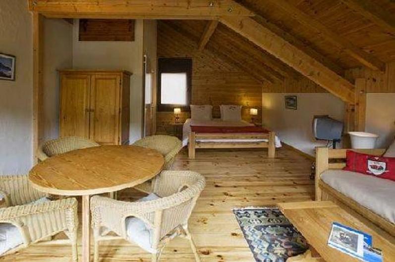 Location de vacances - Hôtel - Auberge à Névache - Chambre double exposition avec un grand balcon plein sud ...