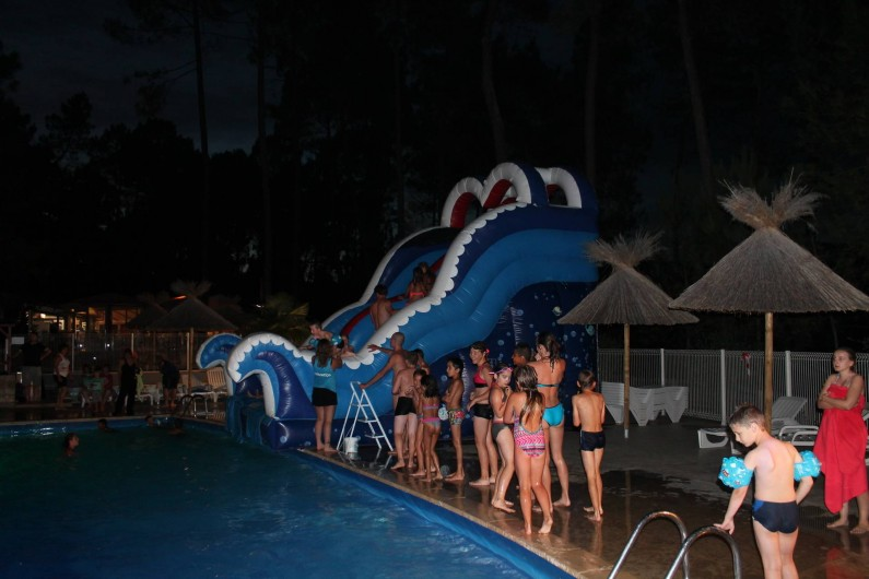 Location de vacances - Camping à Joyeuse - Pool party