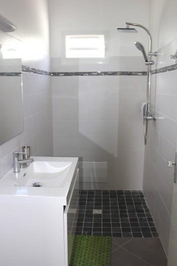 """Location de vacances - Maison - Villa à Le Gosier - Salle de bain - Villa """"Cool"""""""