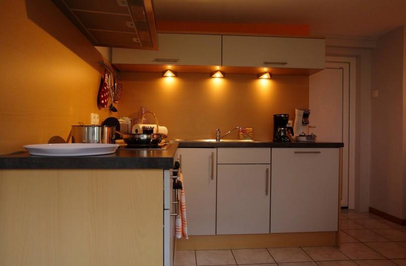 Location de vacances - Gîte à Maisonsgoutte - cuisine bien agencée
