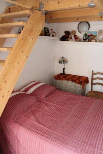 Location de vacances - Appartement à Hyères - Chambre avec lit en 140/200