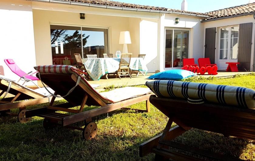 Location de vacances - Maison - Villa à Saint-Clément-des-Baleines - jardine amenagé dans villa Re privative de 6/8 personnes