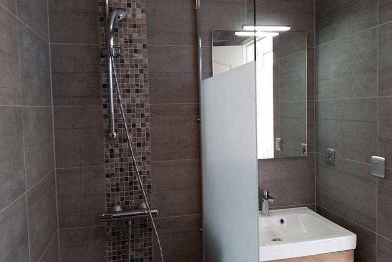 Location de vacances - Maison - Villa à Saint-Clément-des-Baleines - salle de douche des locations residence piscine