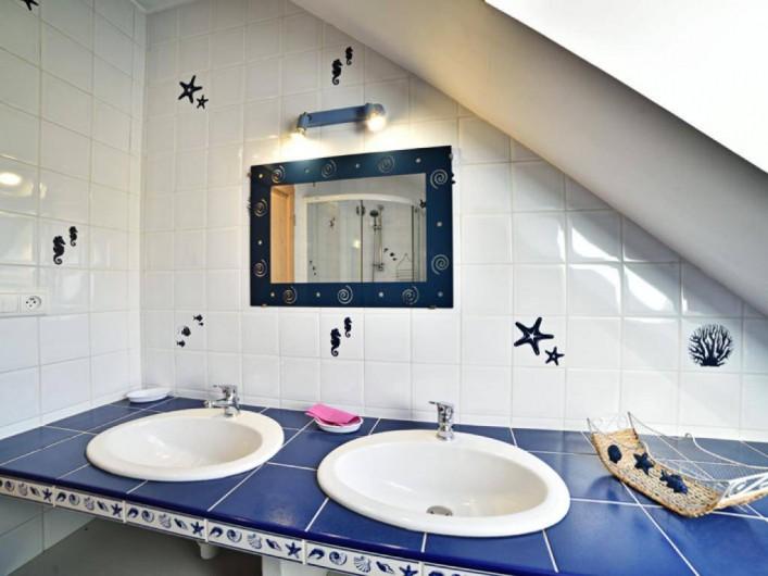 Location de vacances - Gîte à Turenne - 1ère salle d'eau avec douche