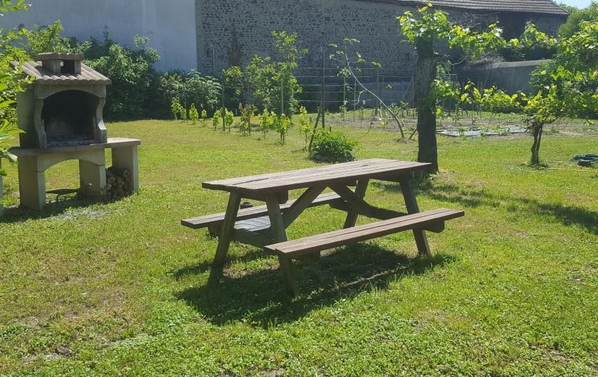 Location de vacances - Gîte à Bordères-sur-l'Échez - Pique nique dans le jardin