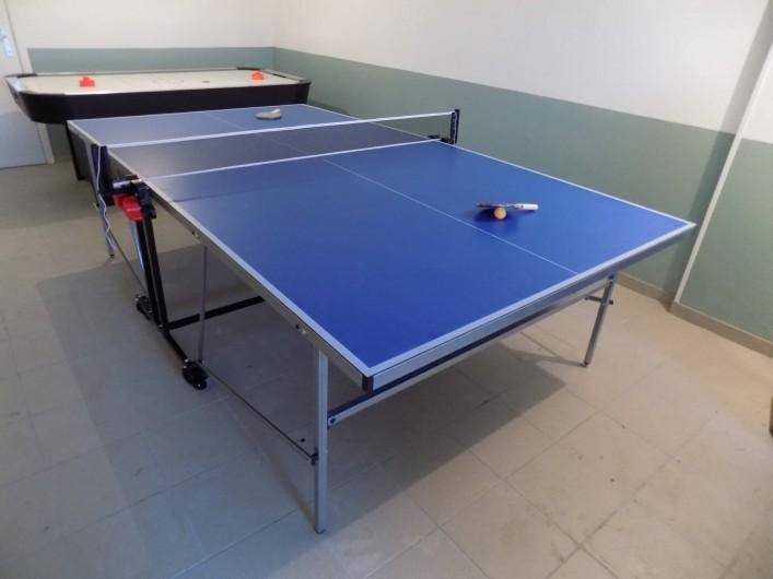 Location de vacances - Chalet à Gérardmer - La table de ping pong déployée