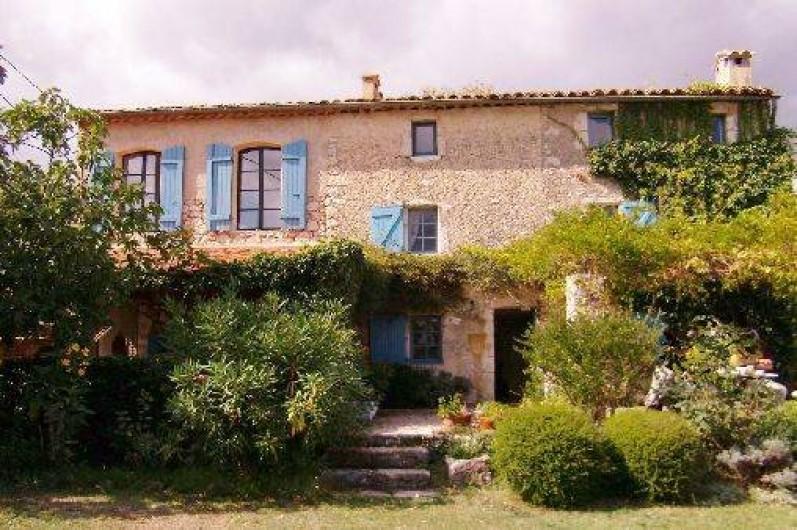 Location de vacances - Mas à Mons - Fassade Sud-Est, avec terrasse couverte (grande table s.a m. d'été)
