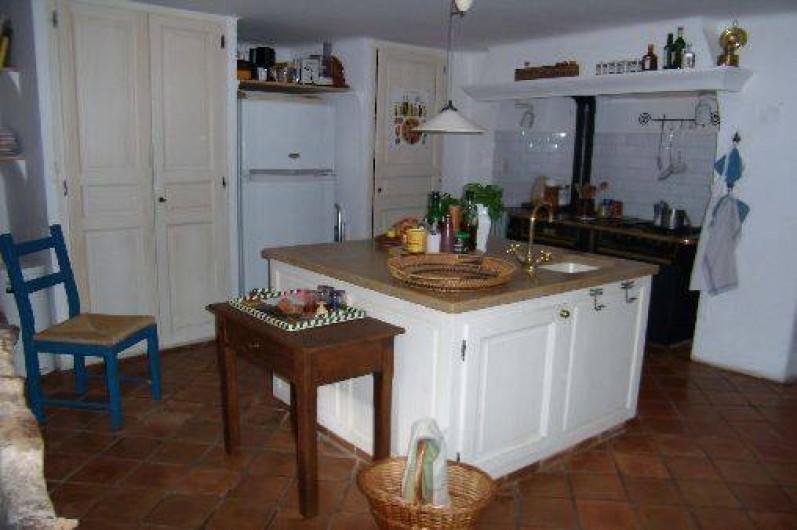 Location de vacances - Mas à Mons - l'évier central, cuisinère Godin,