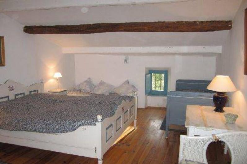 """Location de vacances - Mas à Mons - à l'étage la """"grande bleue"""", 1 grand lit, 1 lit d'enfant, 1 lit petit enfant"""