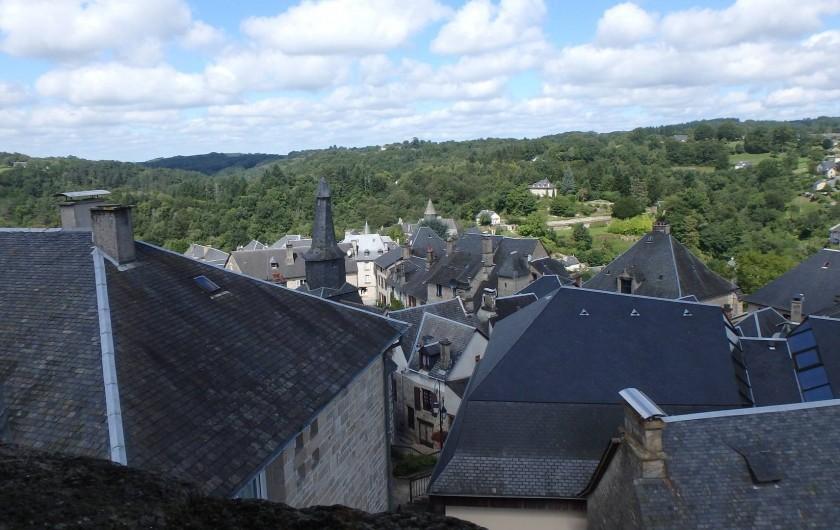 Location de vacances - Gîte à Saint-Hilaire-les-Courbes - Les toits ancienne de Treignac... dix minutes par voiture.