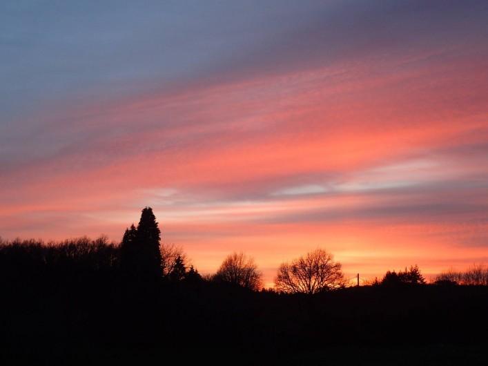 Location de vacances - Gîte à Saint-Hilaire-les-Courbes - Et puis regardez le coucher de soleil a la fin de chaque jour.