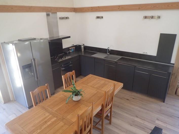 Location de vacances - Gîte à Saint-Hilaire-les-Courbes - La cuisine et salle a manger...