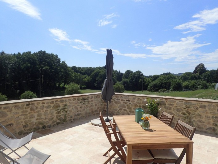 Location de vacances - Gîte à Saint-Hilaire-les-Courbes - La terrace privée...