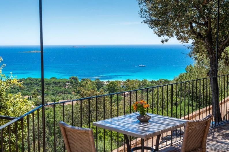 Location de vacances - Maison - Villa à Porto-Vecchio - Chaque mini-villa possède une terrasse avec vue mer sur Palombaggia
