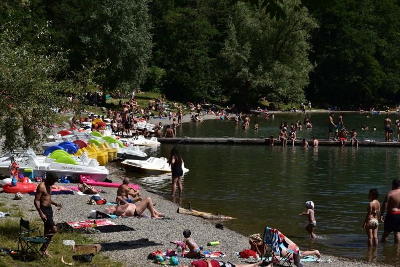 Location de vacances - Villa à Pierre-Châtel - La baignade dans nos lac  Laffrey  ,  pédalos