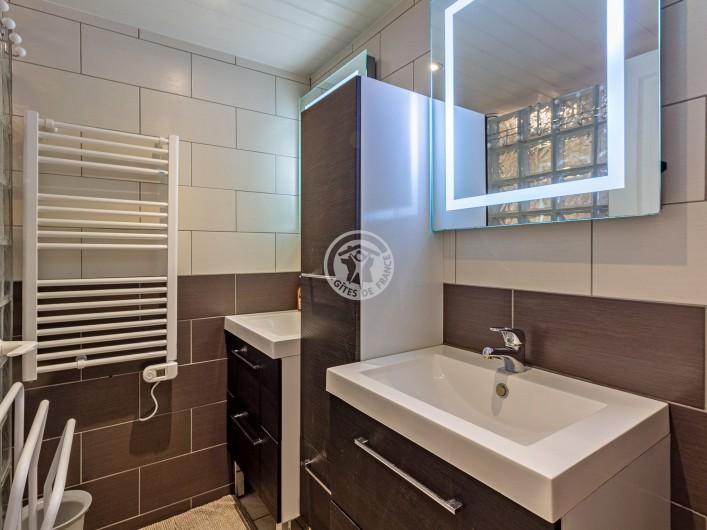Location de vacances - Gîte à Sainte-Marie de Campan - la table en teck sur la terrasse avec table en teck pour 12 personnes