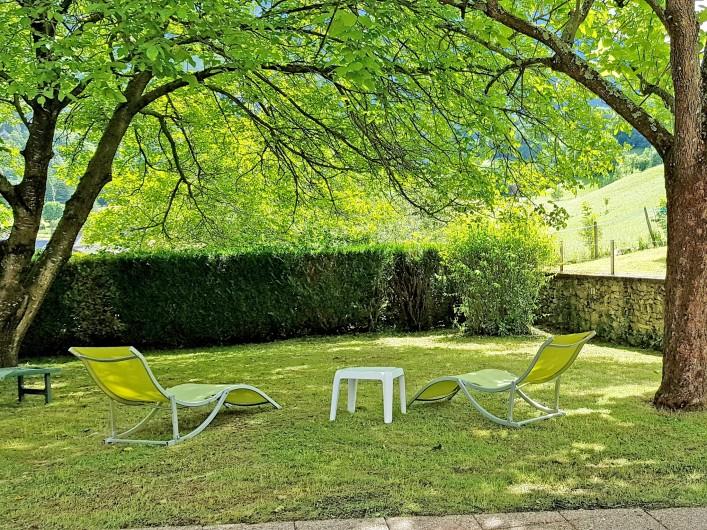 Location de vacances - Gîte à Sainte-Marie de Campan - lit en 80 transformable en 160 et lits superposés dans la chambre beige