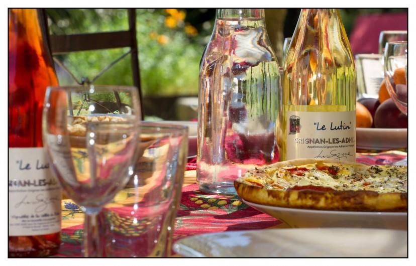 Location de vacances - Mas à Saint-Restitut - A table !