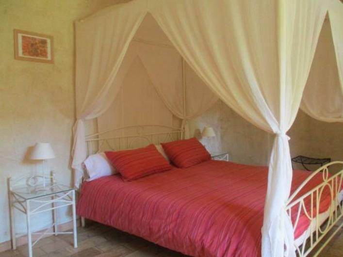 Location de vacances - Mas à Saint-Restitut - La chambre baldaquin
