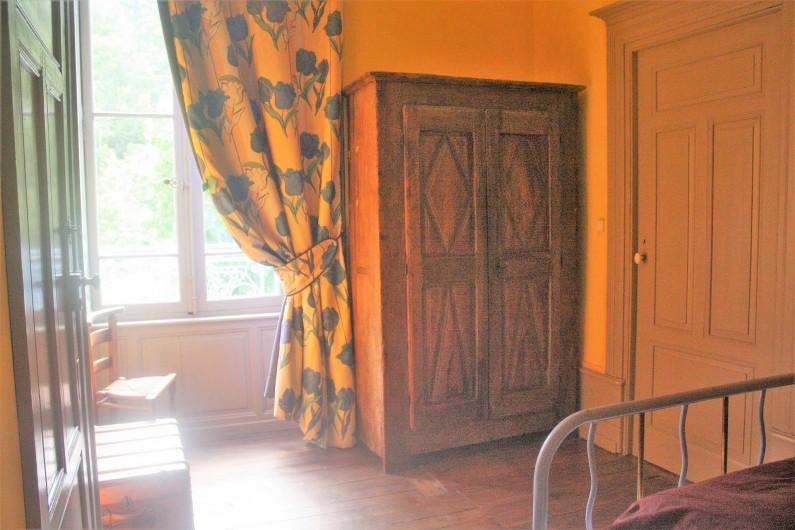 Location de vacances - Château - Manoir à Burzet - Petite chambre Marianne  2 pers communiquante