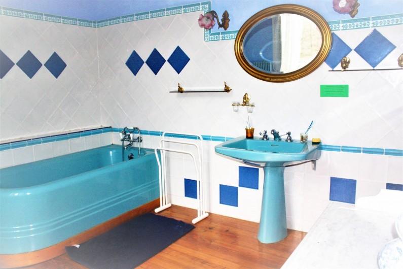 Location de vacances - Château - Manoir à Burzet - Salle de bain Estelle