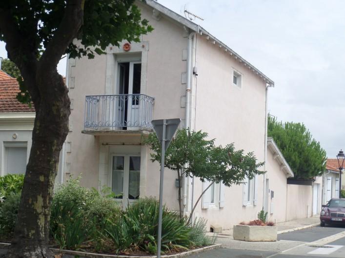Location de vacances - Villa à Châtelaillon-Plage - Villa années 1930 plein centre à 300m de la plage - 100m du marché quotidien
