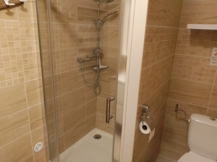 Location de vacances - Gîte à Chaillevette - la salle de bain ( la douche )