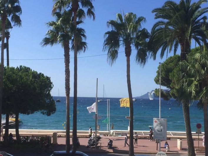 Location de vacances - Appartement à Cannes - VUE sur la mer depuis la terrasse de l'appartement