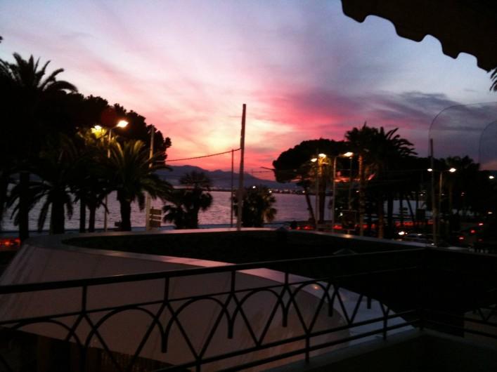 Location de vacances - Appartement à Cannes - Encore un coucher de soleil depuis la terrasse de l'appartement