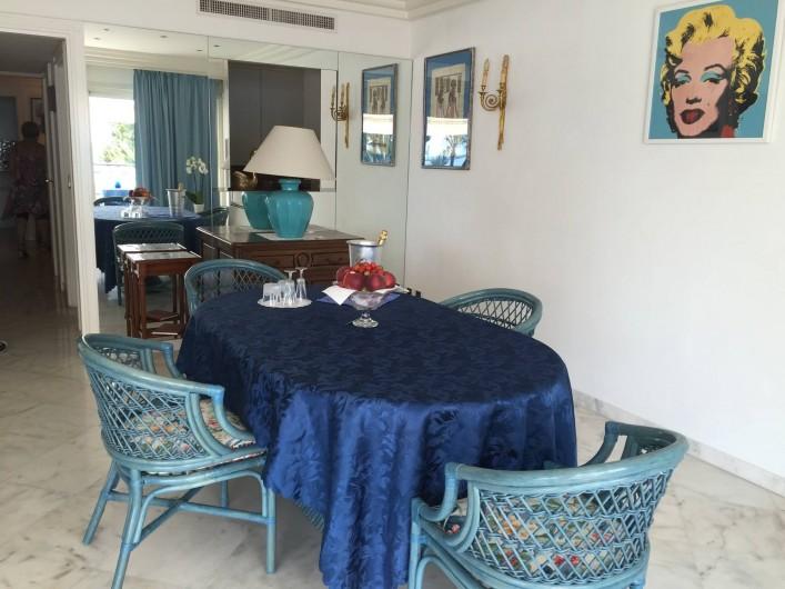 Location de vacances - Appartement à Cannes - Salle à manger