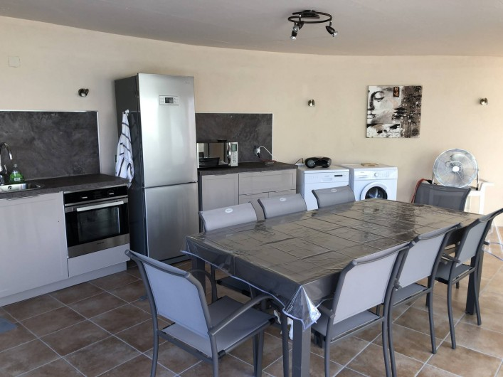 Location de vacances - Maison - Villa à Propriano - VERANDA EQUIPEE CUISINE  AVEC CLIMATISATION ET TELEVISION