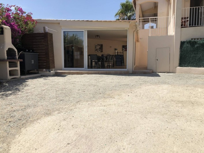 Location de vacances - Maison - Villa à Propriano - VUE DE LA VERANDA ET PARKING