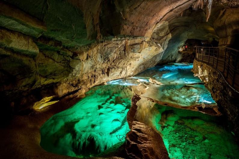 Location de vacances - Villa à Les Salelles - intérieur de la grotte de la coqualière