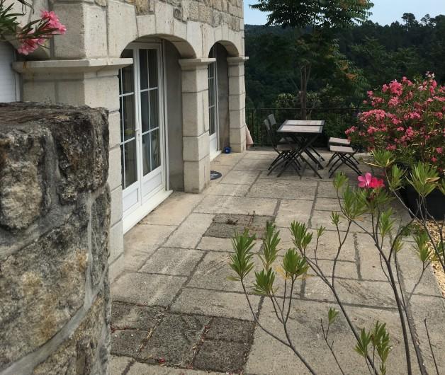 Location de vacances - Villa à Les Salelles - terrasse sud