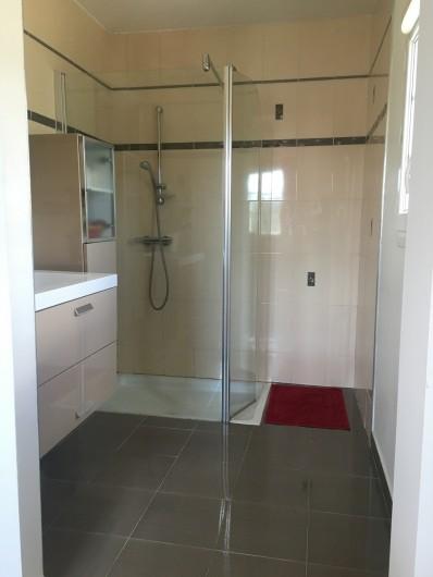 Location de vacances - Villa à Les Salelles - salle de bain N°1