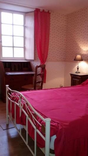 Location de vacances - Château - Manoir à Tréguier - la chambre rouge lit double