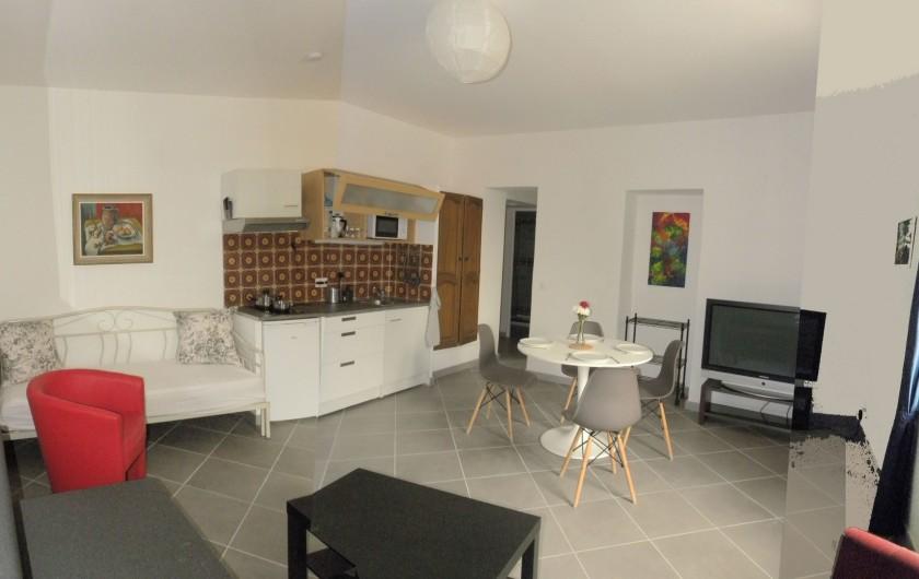 Location de vacances - Appartement à Charleval - Vaste séjour avec coin cuisine