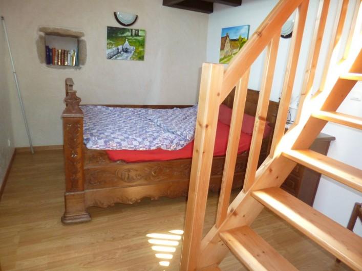 Location de vacances - Gîte à Bieuzy - le lit de coin