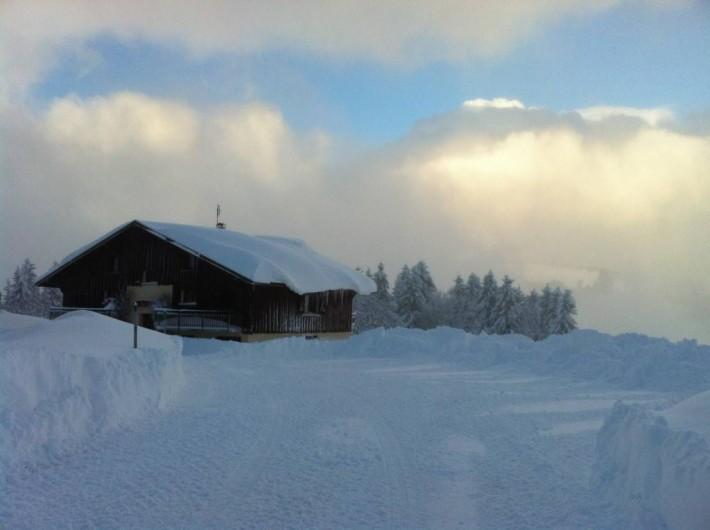 Location de vacances - Chalet à Crest-Voland - Vue depuis le parking hiver