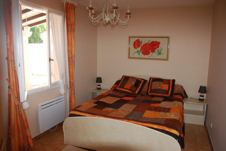 Location de vacances - Villa à La Londe-les-Maures - Chambre rez de chaussée