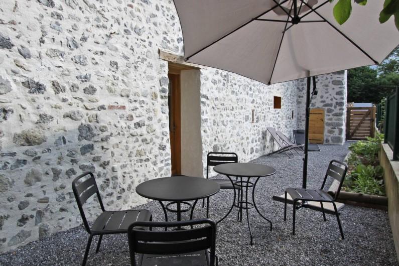 Location de vacances - Gîte à Faverges - Jardin ombragé