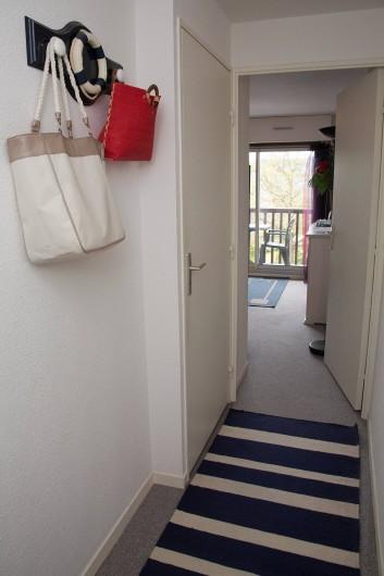 Location de vacances - Appartement à Villers-sur-Mer - Entrée/couloir avec WC