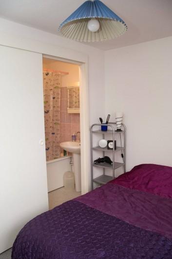 Location de vacances - Appartement à Villers-sur-Mer - La chambre et la salle de bain