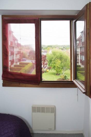 Location de vacances - Appartement à Villers-sur-Mer - Fenêtre de la chambre