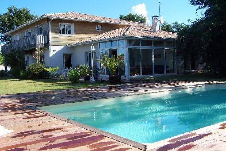 Villa contemporaine avec piscine chauff e sur le bassin for Piscine la teste