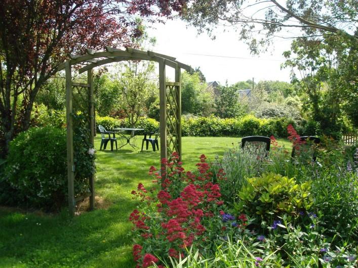 Location de vacances - Gîte à Melgven - Entrée du jardin du gîte