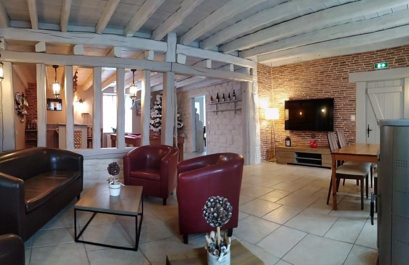 Location de vacances - Maison - Villa à Beaujeu-Saint-Vallier-Pierrejux-et-Quitteur - Espace détente et TV connectée