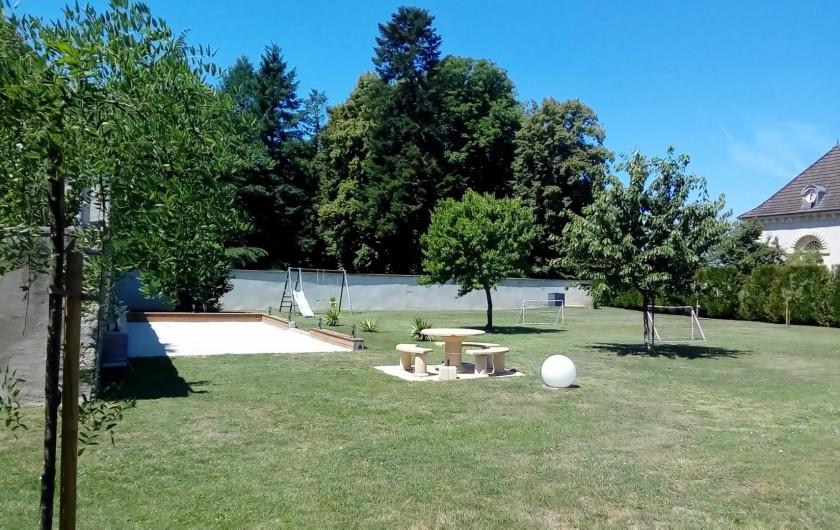Location de vacances - Maison - Villa à Beaujeu-Saint-Vallier-Pierrejux-et-Quitteur - Terrain de pétanque  et balançoire, tobogan, cages de foot