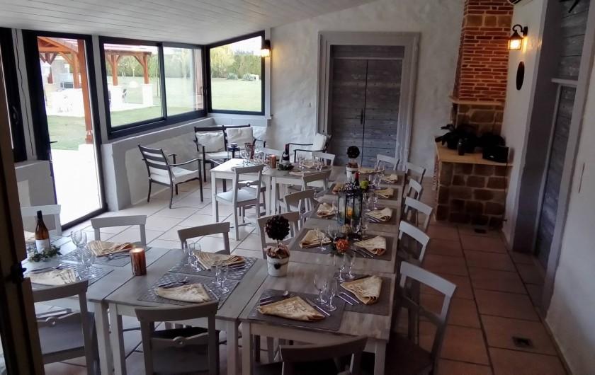 Location de vacances - Maison - Villa à Beaujeu-Saint-Vallier-Pierrejux-et-Quitteur - Verrière et sa terrasse pour vos repas