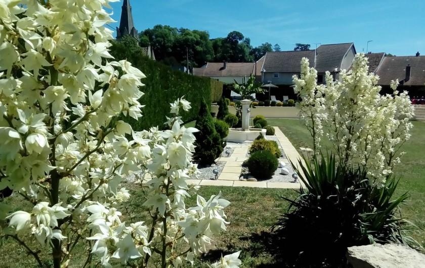 Location de vacances - Maison - Villa à Beaujeu-Saint-Vallier-Pierrejux-et-Quitteur - Fontaine et jardin